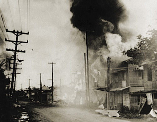 Gapan Philippines  city photo : building in Paranque in the Philippines burns after a Japanese air ...
